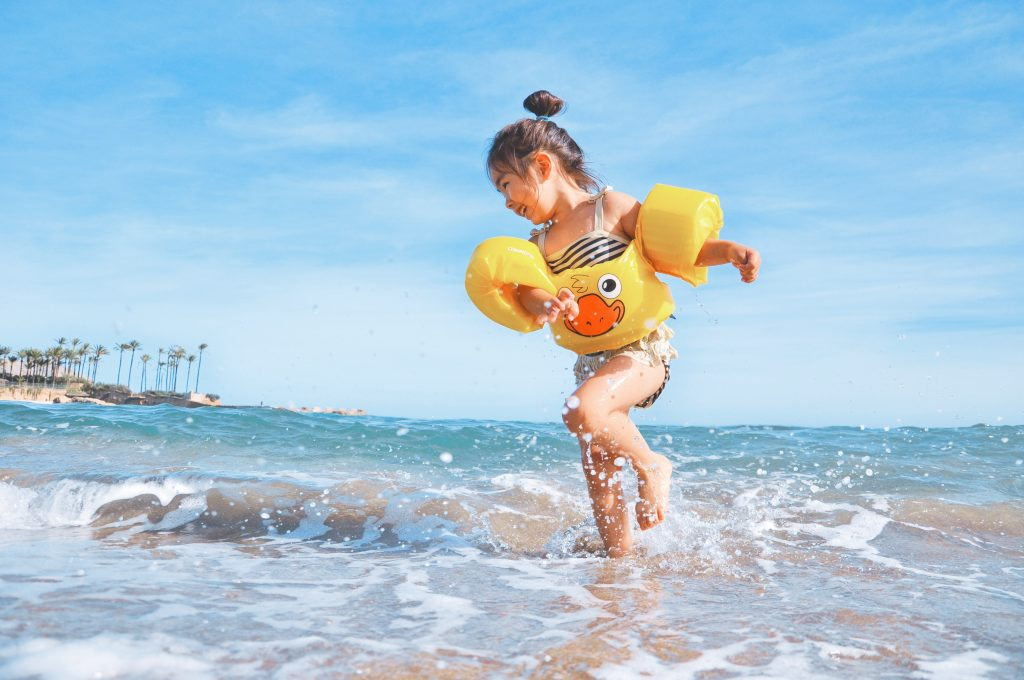 how to keep your sense of wonder, be this Happy Girl at the Beach by photographer Leo Rivas